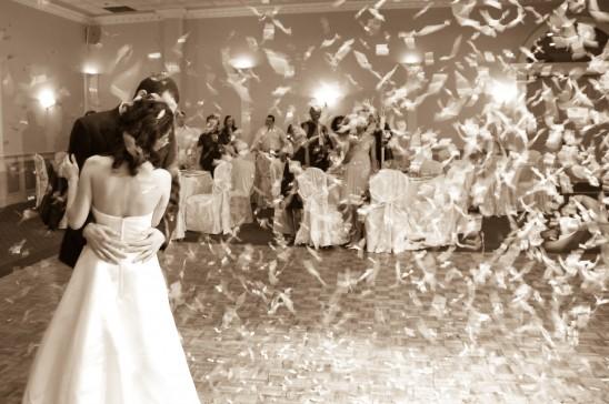 Pierwszy taniec na przyjęciu weselnym