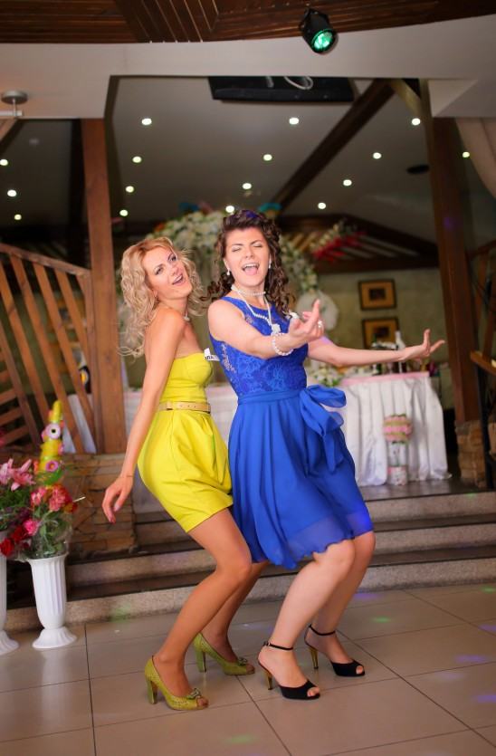 Oczepiny na przyjęciu weselnym – warto je zaplanować!